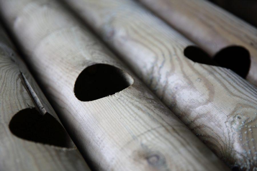 poteau troué en bois barrière clôture bpn bois paysager du neubourg